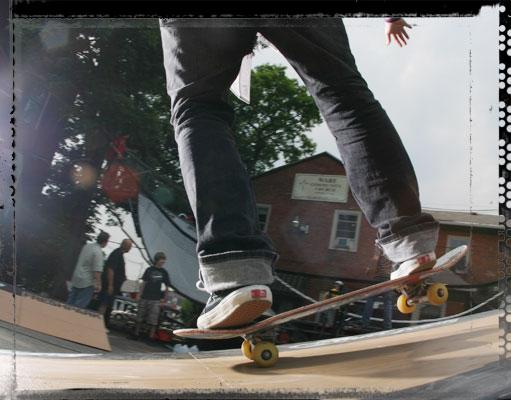 closeup_skateboard_manual